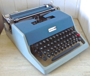 Vintage 1965. Collection. Dactylo Olivetti Underwood. Malette