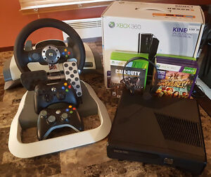 XBOX 360 Slim 250GB Kinect 2 Joysticks, Volant FF Wheel & 8 Jeux