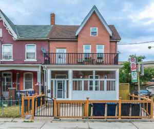 RENOVATED - Large, bright 3-bdrm Queen West / Trinity Bellwoods