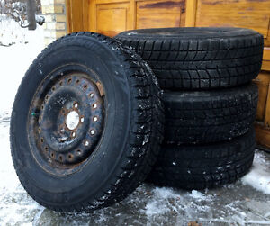 215 70R15 Winter Tires w Rims