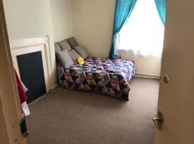 *STAINES-UPON-THAMES* Available NOW - Under £600pm for room rental - Under 1 Mile to Train Station