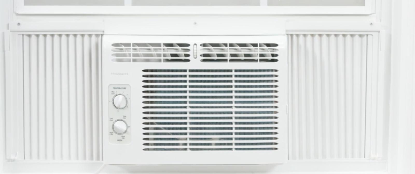 Frigidaire 5,000 BTU Window Air Conditioner unit cooler/ Adj
