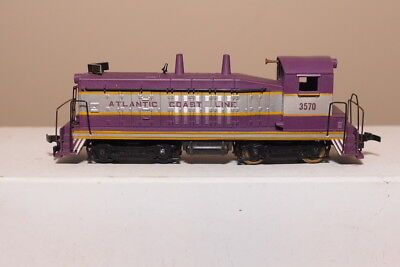 ATLANTIC COAST LINE SW7 ENGINE 3570 (POWERED) HO SCALE BY REVELLE