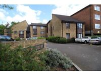 2 Bedroom Ground Floor Flat in Isleworth Close to Train Station