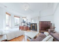 **2 bedroom garden flat with conservatory in the Queens Park available! A must see!**