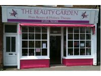 NAIL TECHNICIAN URGENTLY REQUIRED SELF EMPLOYED.LOW RENT