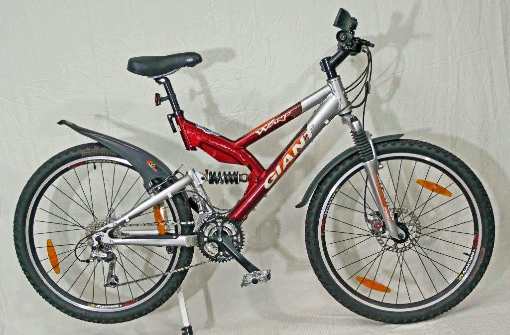 Giant Warp Ds 2 Trail Bike With 26 Wheels In Very Good