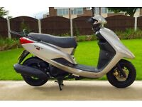 BARGAIN Stunning immaculate Yamaha XC125E in showroom cond HPi clear Very low miles Full mot UK DEL