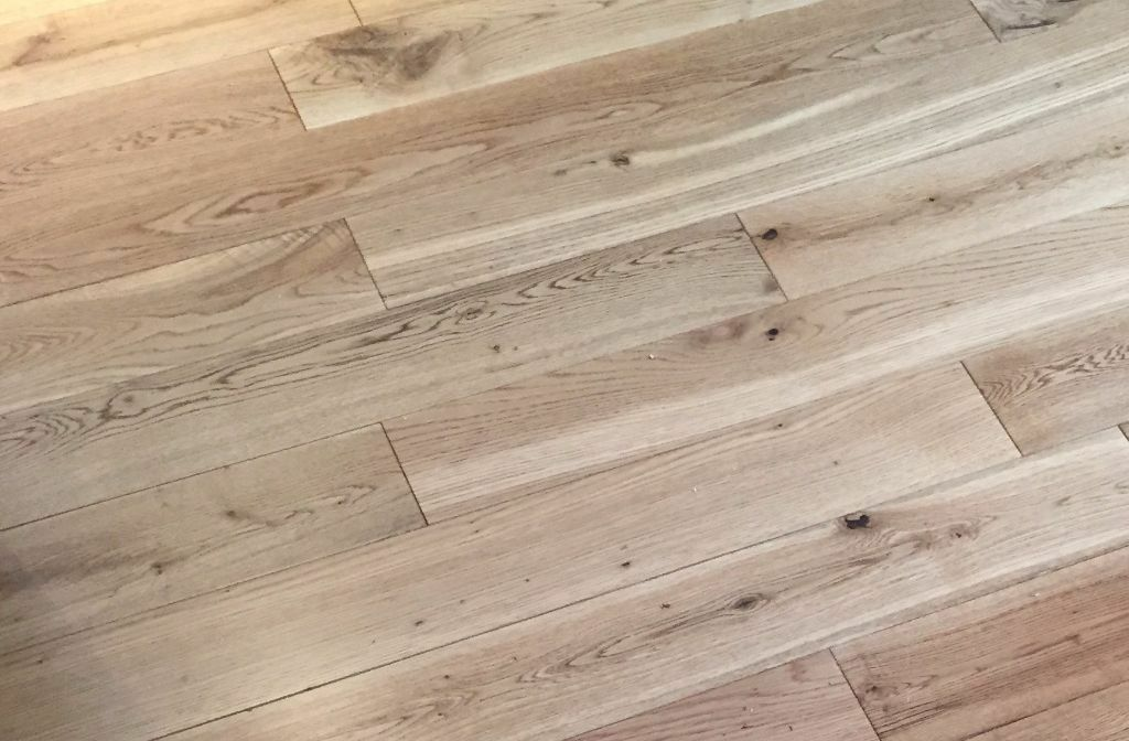 V4 Wood Flooring E125 Oak Rustic Lacquered About 3sqm In