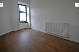 Bright, spacious 2 bedroom top floor flat in Springburn available mid August.
