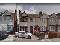 4 Bedroom Semi-Detached House to rent in South park Road Ilford P-- Part Dss Welcome