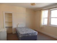 Large 3 bedroom flat located in Elm Grove, SOUTHSEA. Near the University and train Station