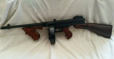 1920's THOMPSON TOMMY GUN capone SUB-MACHINE GUN NON-FIRING movie prop REPLICA