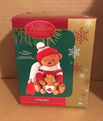 Heirloom Carlton Cards CANADA Teddy Bear -MIB - 2005 - Maple Leaf O Canada