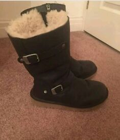 UGG KENSINGTON Size 3 black Genuine