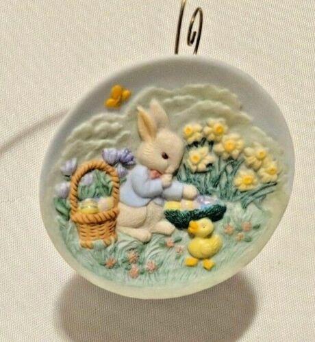 Bunny Collector Plate Hallmark  Ornament  Vtg 1996 Easter Bunny