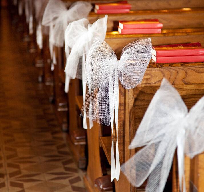 Church Pew Wedding Decoration Ideas: How To Make DIY Church Pew Decorations