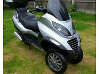 Piaggio MP3 runs but needs work. See notes. Can deliver