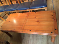 Pine Coffee table in good condition, feel free to view size L 49 in D 24 in H 16 in