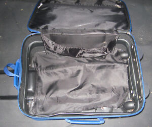 SMALL TRAVEL CASE FOR TRAVEL VACATION !!! Cambridge Kitchener Area image 3