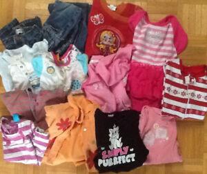 3 sacs linge fille 18 mois à 10$/ chaque   un pyjama a 2$