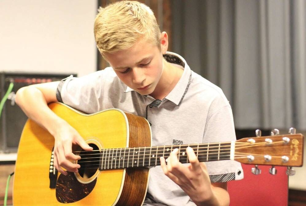 Music Tutor : Piano Theory Guitar Tuition ( Special Introductory Offer : 4 Beginners lessons £40)
