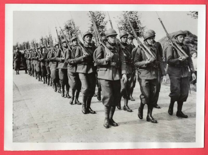 1940 Czech Soldiers Join French Army to Fight Germans 7x9 Original News Photo