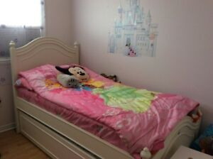 Disney Princess bedding - excellent condition