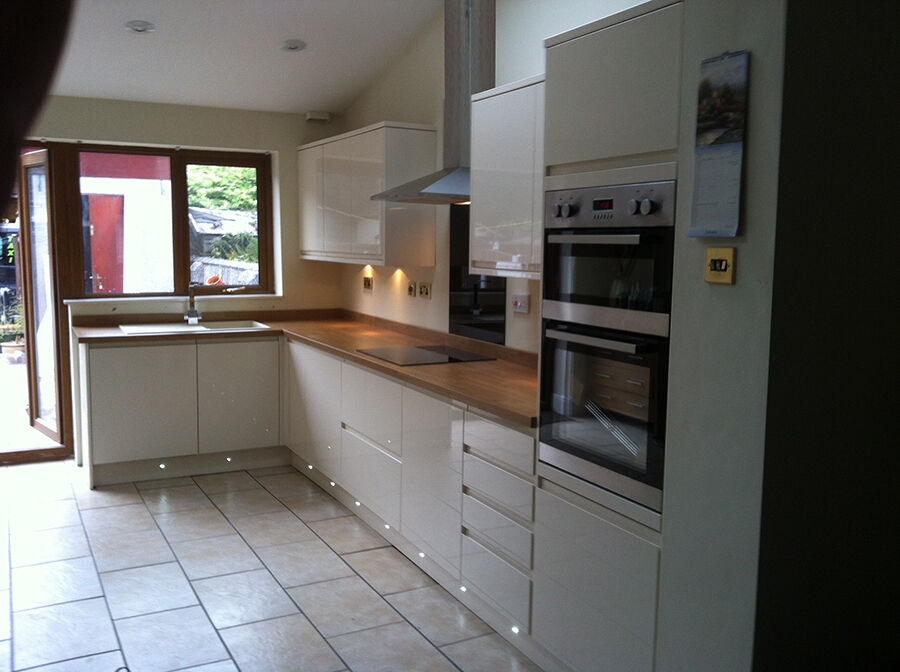 Great Kitchen Fitters Salford / Manchester   LP Kitchens Installations