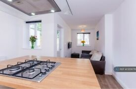 5 bedroom house in Grenville Road, Southsea, PO4 (5 bed) (#1209776)