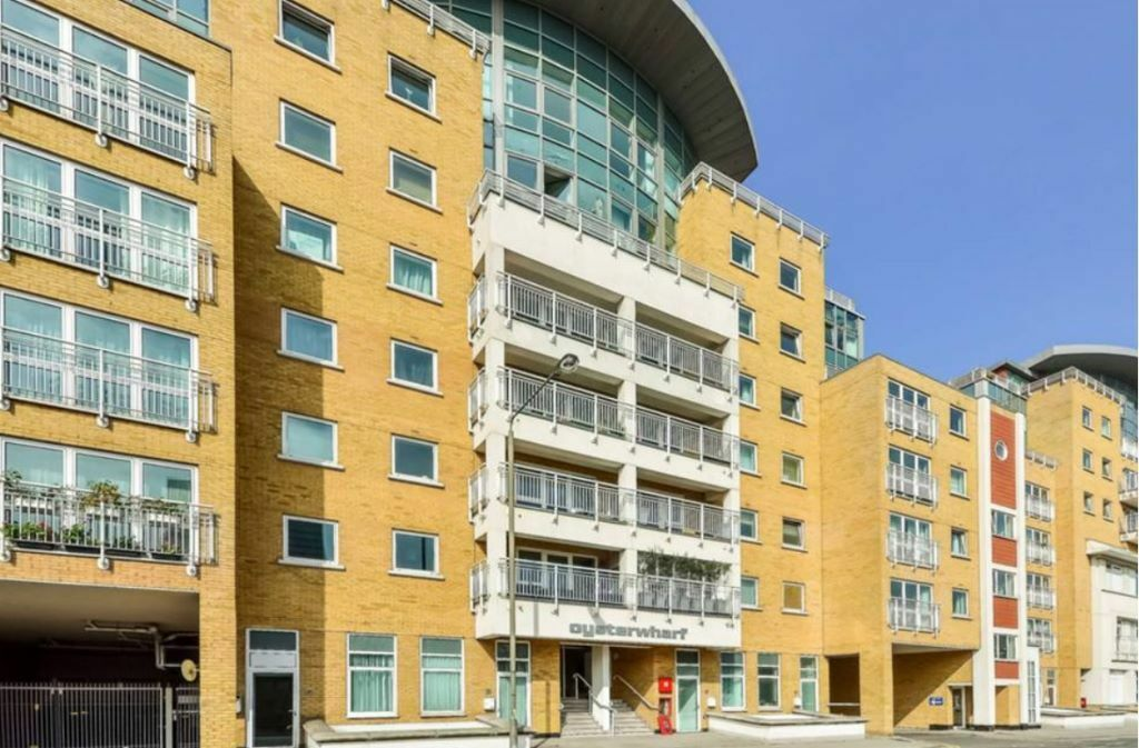 Luxurious Riverside Apartment With Private Balcony - SW11
