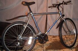 Teens / adults 18 speed SCHWINN mountain bike/bicycle refurbished and ready to ride