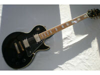 EPIPHONE LES PAUL CUSTOM GUITAR IN EBONY