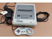 NINTENDO SNES CONSOLE COMPLETE WITH ALL LEADS 2 GAMES - NO SUN FADE - ALL IN EXCELLENT CONDITION.