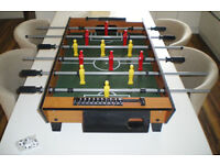 TABLE TOP FOOTBALL TABLE & 4 NEW BALLS - GREAT CONDITION