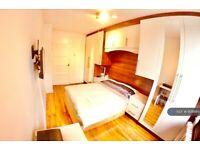 2 bedroom flat in Tompion House, London, EC1V (2 bed) (#908989)