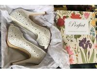 Crystal encrusted light Ivory heels size 4