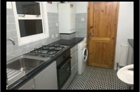 DOUBLE ROOM TO LET FOR ONE PERSON AT BUXTON ROAD WALTHAMSTOW LONDON E17 7DT
