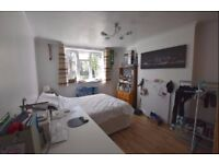 *** 3 AMAZING DOUBLE+2 SINGLE ROOMS-5 MIN TO PUTNEY HIGH STREET-NEW FLAT***