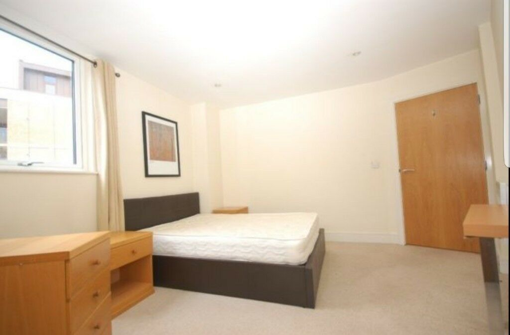 EXCELLENT DOUBLE ROOM AVAILABLE NEAR WHITECHAPEL STATION, £150P/W. CALL;07506726838