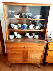 Vintage 1960 Mid Century Modern Walnut Hutch China Cabinet