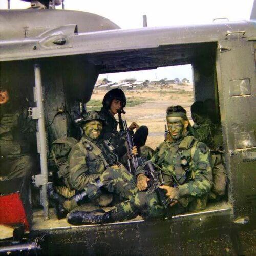 Vietnam War U.S. Army 101st Airborne Deploy On Patrol 1967 Glossy 8x10 Photo