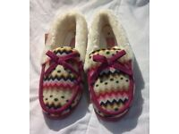 New PINK DUNLOP AZTEC FUR SLIPPERS, SIZE 6