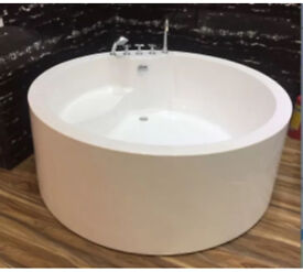 Round Bath With Taps Brand New Ready To Collect