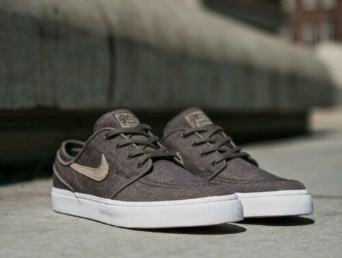 Nike Women's SB Zoom Stefan Janoski Athletic Snickers Shoes