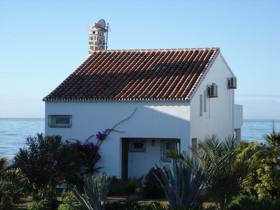 3 Bedroom beachfront Villa in Marbella available during KIDS HALF TERM WEEK