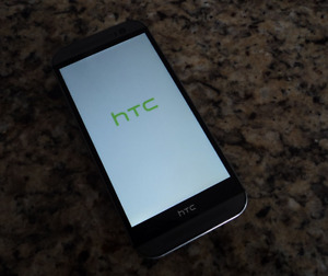 Mint Condition HTC M8 - with Dotview and otterbox cases