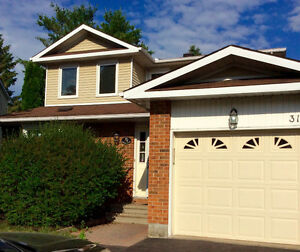 Executive Home in sought after Centrepointe!!!
