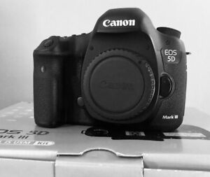 Canon 5D Mark III (3) MK III Body Excellent Condition in Box