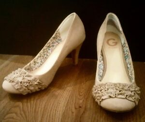 GUESS HEELS - BEIGE SUEDE w/ ADORABLE RUFFLED TOE, Almost New Cambridge Kitchener Area image 2